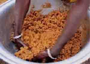 приготовление каши из арахиса в буркина-фасо