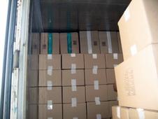 загрузка сушеных морепродуктов в контейнер