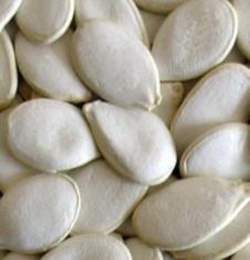 Различие между арахисом и бланшированным арахисом